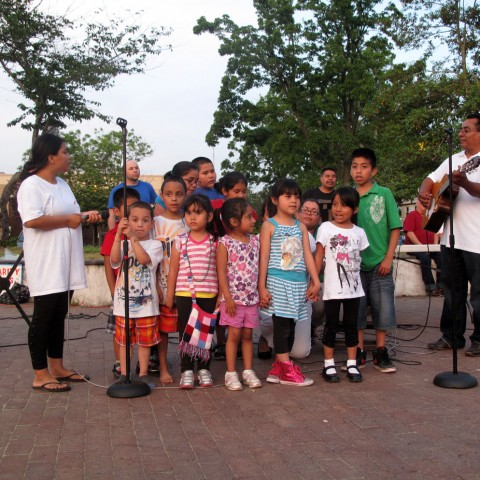 Children Singin - Central Plaza in Lakewood en NJ