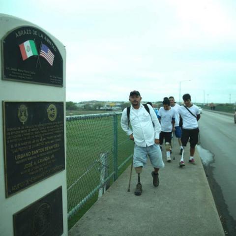 Honduran Migrants crossing Eagle Pass Bridge